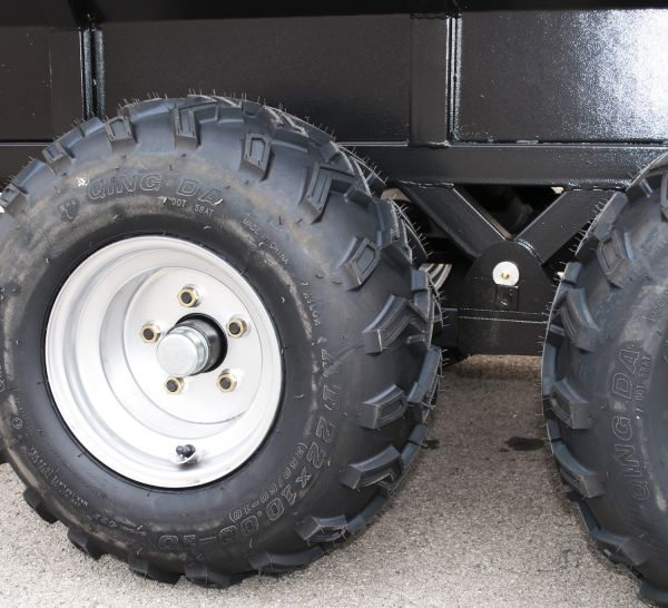 remorque agricole double essieux avec t te d 39 attelage pivotante et r hausses grillag es. Black Bedroom Furniture Sets. Home Design Ideas
